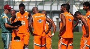 Nogueira diz que Gum dá conselhos e ajuda jogadores mais jovens (Foto: Nelson Perez - FFC)
