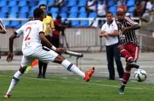 Wellington Silva acredita ter subido no conceito do técnico por ajudar também na lateral esquerda (Foto: Nelson Perez - FFC)