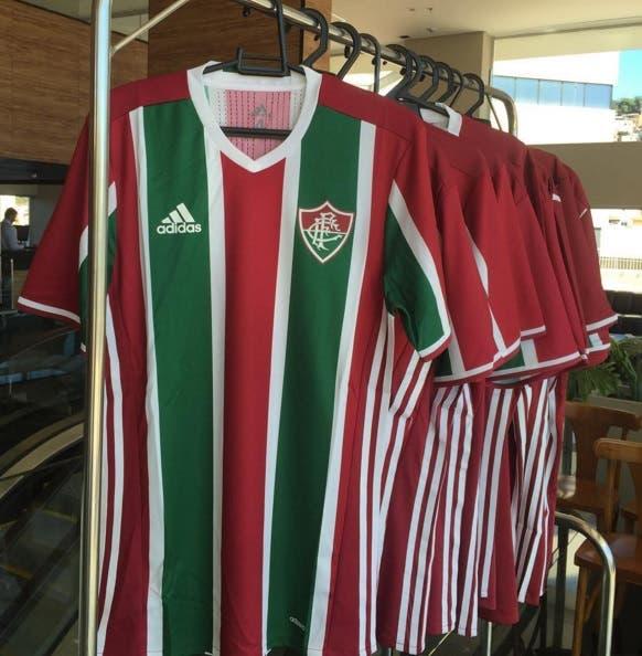3f59f6405ef43 Pedro Antônio divulga camisas da Adidas como prêmio para quem doar ...