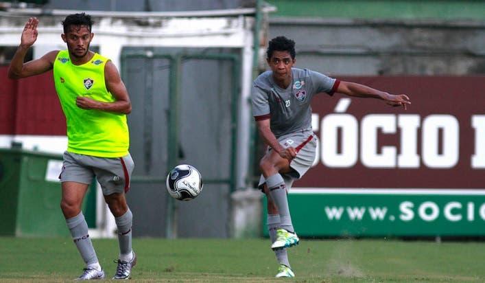 A assessoria de imprensa do Fluminense divulgou os jogadores que foram  relacionados para a final da Copa da Primeira Liga. Levir Culpi terá 23  atletas à ... 389e71694d7b7