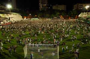 torcida no gramado das Laranjeiras - 2012
