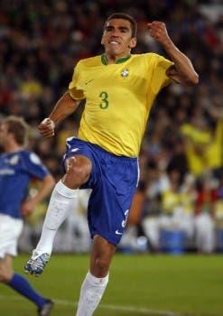 Zagueiro Lúcio é jogador do modesto Waldhof, da Alemanha