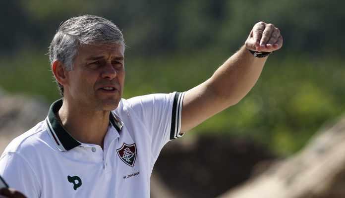 O presidente Peter Siemsen daria entrevista coletiva após o treinamento do  Fluminense desta sexta-feira 7bcf6a55d3f0f