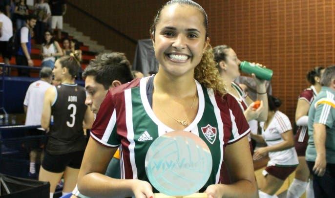Pri Heldes levou troféu de melhor jogadora em quadra (Foto: Divulgação - FFC)