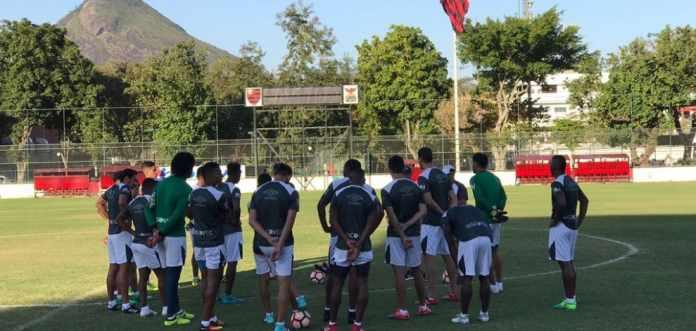 fe16bbebd4 LDU fecha treino no estádio de arquirrival do Fluminense