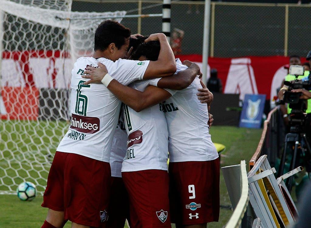 Fluminense fecha com novo patrocínio e marca estreia na camisa contra a LDU c4329df811f29