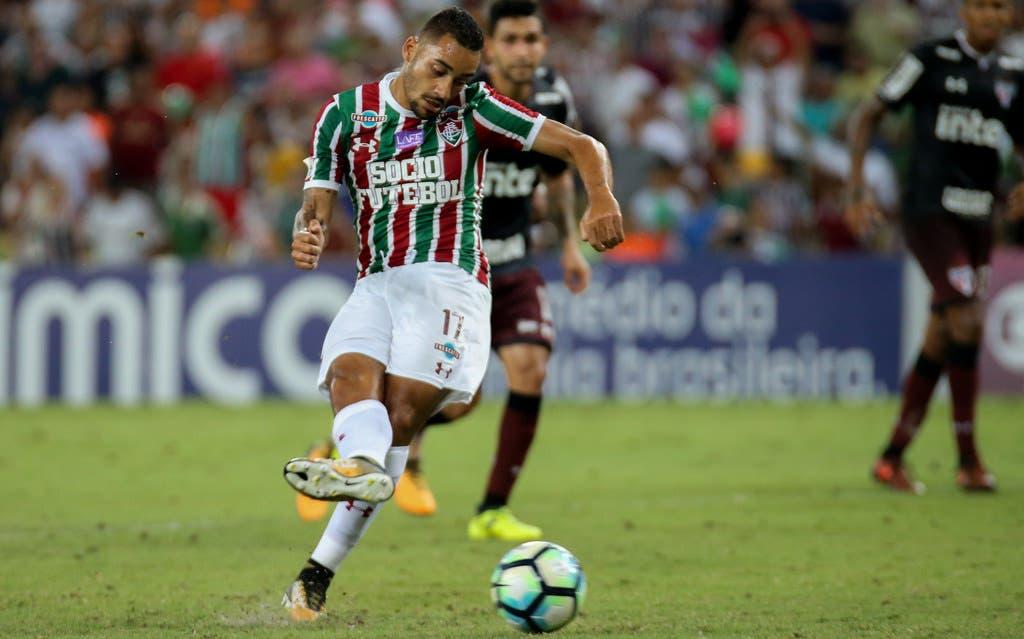 """Robinho celebra primeiro gol com a camisa tricolor  """"Me dá mais ... 0f214a3574376"""