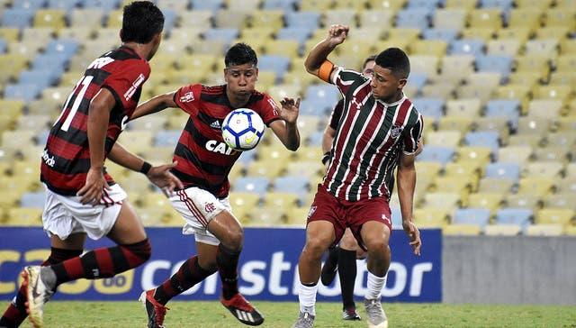 3578f9491d Volante da base é diagnosticado com caxumba e desfalca o Fluminense na  Copinha