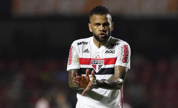 Journalist Daniel Alves rejects Fluminense's offer